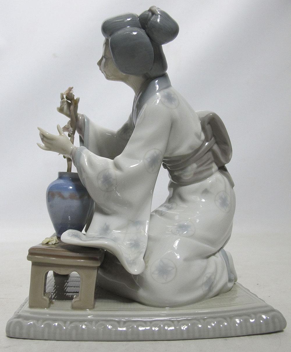 Lladro Porcelain Japanese Geisha Girl Decorating Tree